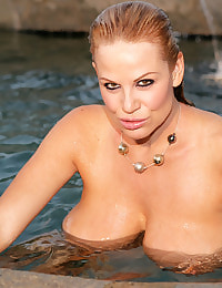 Kelly Madison Pleasurably Wet