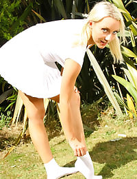 Blonde beauty Jessie strips from her summery tennis outfit