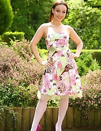 Carla looking stunning in summer dress