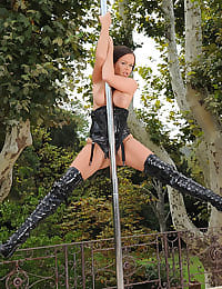 Outdoor stripper pole show!