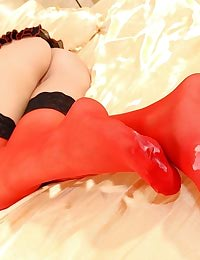 Stracy: footjob in stockings