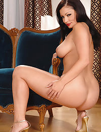 Aria Giovanni shows her tits