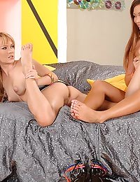 Hot babes in foot fetsh scene