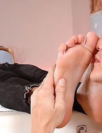 Babe getting her toes licked