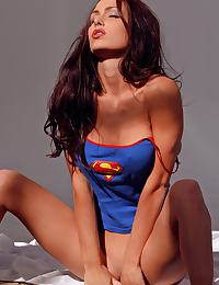 Jessica Jaymes in shows off her superwoman body