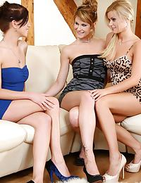 Three luscious teens lap and finger