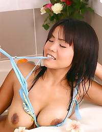 Asian cindy 03 bikini bathtub water bigtits
