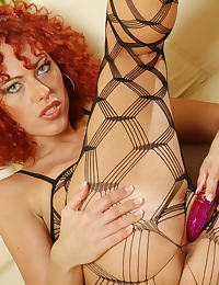 Redhead Shantie with Pussy Pump