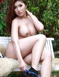 Bare-skinned Chinese Beautiful Myra