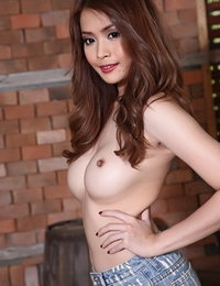 Au Naturel Chinese Hot Female Emma