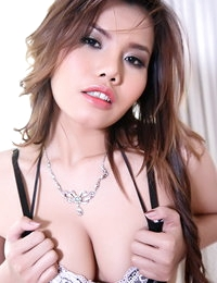 Bare-skinned Thai Pretty Chick Janissa