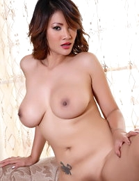 Bare-skinned Oriental Amazing Hoe Nancy Ho