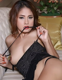 Bare-skinned Japanese Sizzling Gal Winny Sung