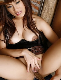 Bare-skinned Asian Sizzling Lady Catty Sung