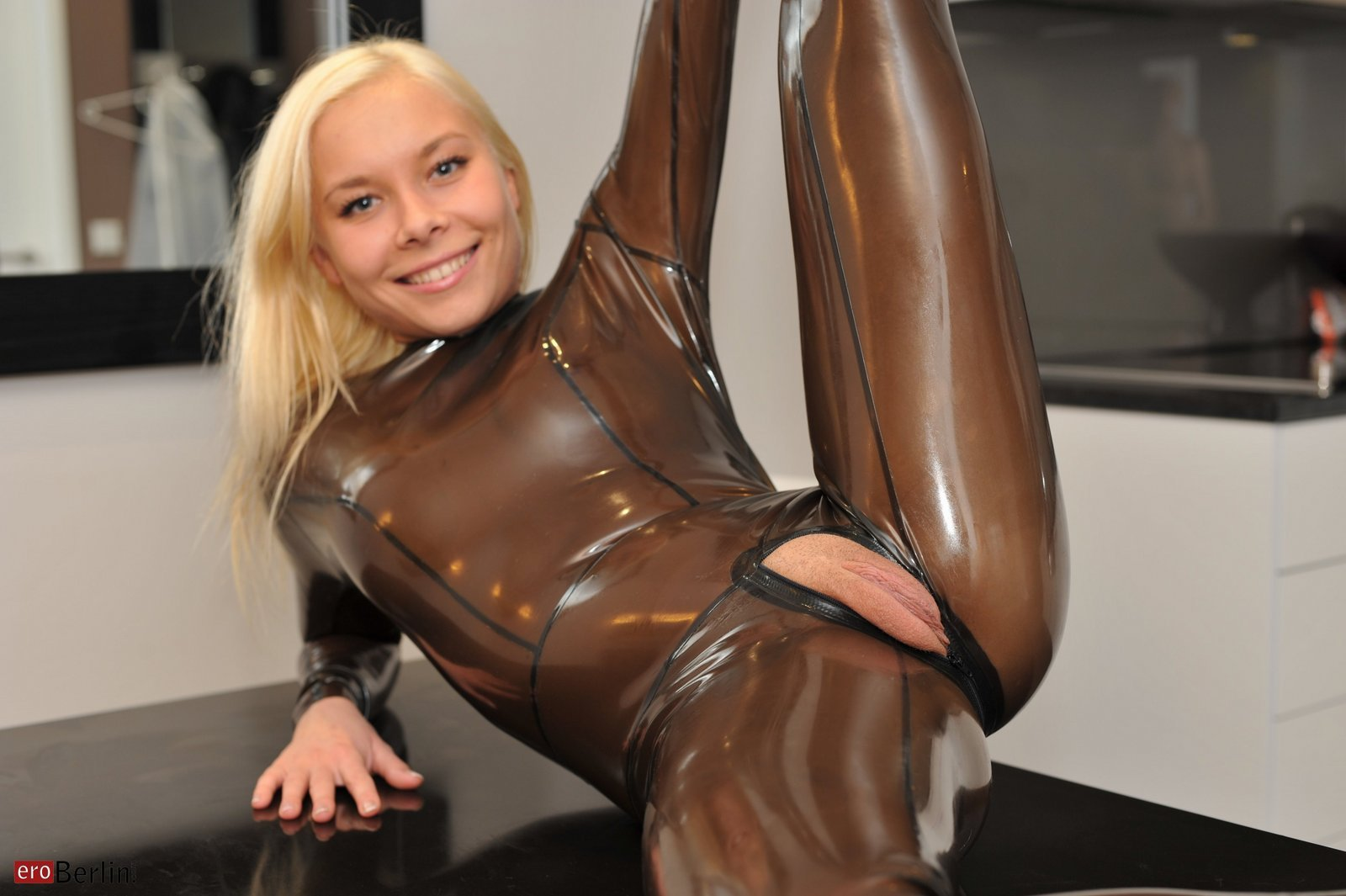 latex blowjob nudist bilder