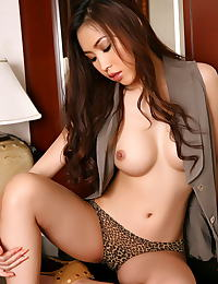 Lisa Lee erotic photo