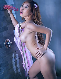 Minny Fong erotic photo